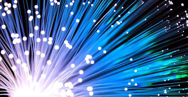 cableado de fibra óptica plástica